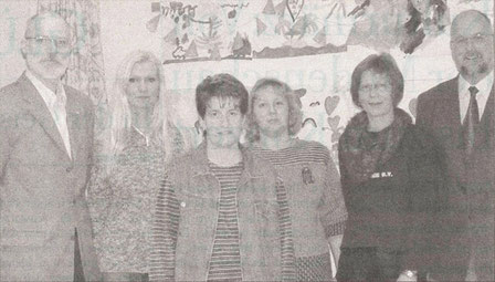 Erste Jahreshauptversammlung in den Räumlichkeiten: Vorstand und Erzieherinnen der Betreuten Grundschule. Foto: Werlich