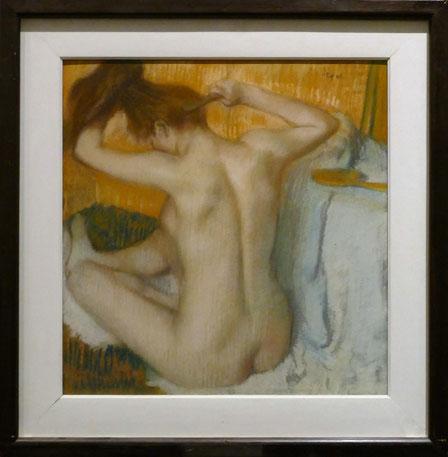 Edgar Degas (1834-1917) : femme se coiffant