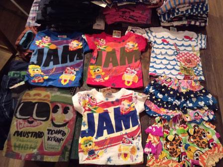 このジャムのトンデケ!ロケッティTシャツはすこぶるおすすめよ!エアブラシ技法や刺繍があるのに2940円なのよ!フリフリちょうちんブルマも1995円とおすすめ!ヴァナのわんこちゃんのやつは言うまでもなく好きよ!お魚がとんどるのよ!