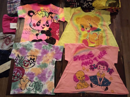 大人サイズも充実のおすすめTシャツよ!お揃いでもお一人でも!(左のTシャツは写真ではわかりづらいけど、おしゃれなビックTよ!)