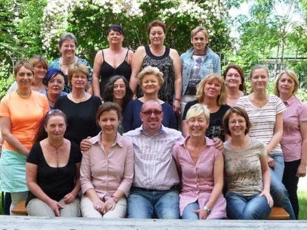 Gruppenbild von Senioren-Assistenten in der Ausbildung