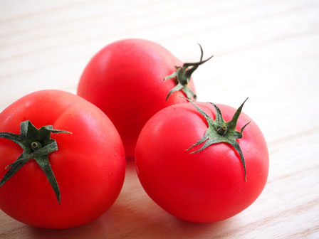 暑い日の水分補給にトマトのイメージ画像