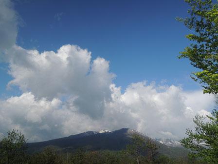 数分後には虹が消え、まるで夏のような空に・・・