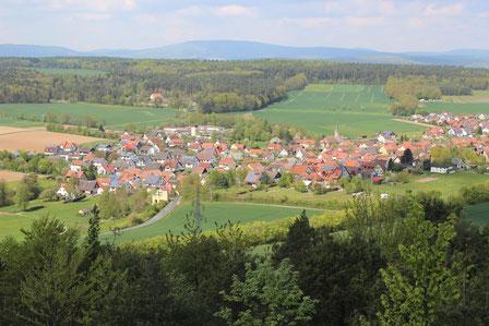 In der Nähe ein Aussichtsturm mit Blick auf Reichenbach
