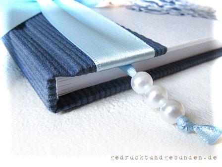 Gästebuch Taufe Junge Buchblock weiss mit Leseband hellblau mit weissen Kunststoffperlen