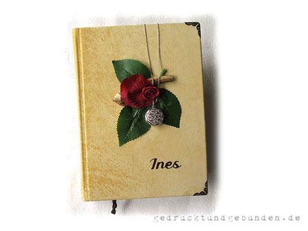 Tagebuch Hardcover Ledereinband Schmuckanhänger Medaillon Rose Blätter Name, Metallbuchecken