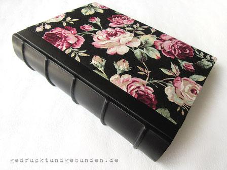 Fotoalbum Stoff und Leder, Hardcovereinband mit falsche Bünden - Nostalgischer Rosenstoff Old Rose schwarz, Lammleder schwarz.