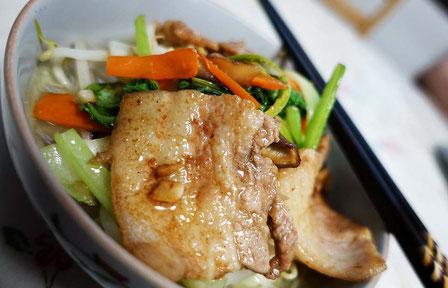 豚のバラ肉はスライスされているのを醤油味で炒めたよ