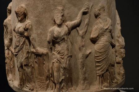 musas; arte; relieves; Mnemosine; Zeus; arte; literatura; Naty Sánchez Ortega;