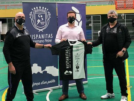 Miguel Llorens (izquierda), Jordi del Puente (centro) y Luis Poveda (derecha) con la equipación de edición limitada de esta temporada 2020/21.