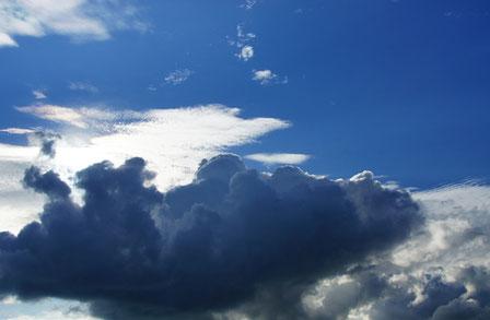 lyrika mit Wolkengedichte mit Harfe