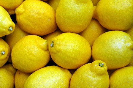 黄色いレモンの写真 幼児退行