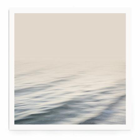 Impessionistische abstrakte Fotografie in neutralen Warbtönen. meer, wellen, wasser, nebel,
