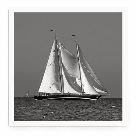 """""""Sailbioat1"""" Art Print von Lena Weisbek. Aus der Sailing Serie, Segelsschiffe in schwarz-weiß."""