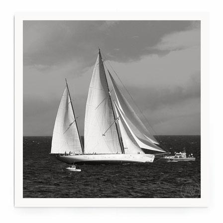 """""""Sailbioat II"""" Art Print von Lena Weisbek. Aus der Sailing Serie, Segelsschiffe in schwarz-weiß."""