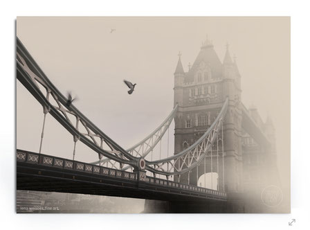 """Tower Bridge"" Bild von der Tower Bridge London im Nebel von Lena Weisbek"