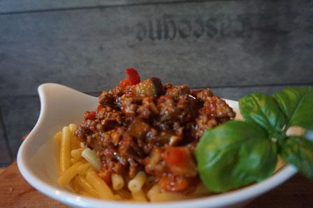 Rezept leckere Maccaroni Spaghetti mit buntem Gemuese und Hackfleisch
