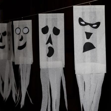 Für den Kindergeburtstag, die Kinderparty oder Halloween: Gespenster aus Butterbrottüten als Girlande