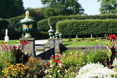 Barocke Teichanlage Schloss Augustusburg Sehenswürdigkeit Barock Schloss  Augustusburg in Brühl  und die barocke Gartenanlage