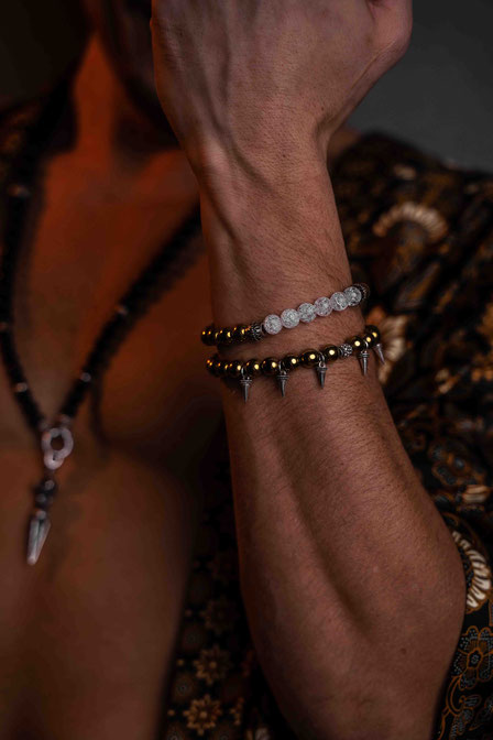 BEHERO Designer Armband aus vergoldetem Hämatit getragen von Sasha Sasse
