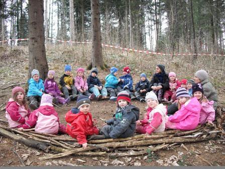 Der Waldkreis - ein Ritual gibt Halt in der Gruppe und Orientierung.