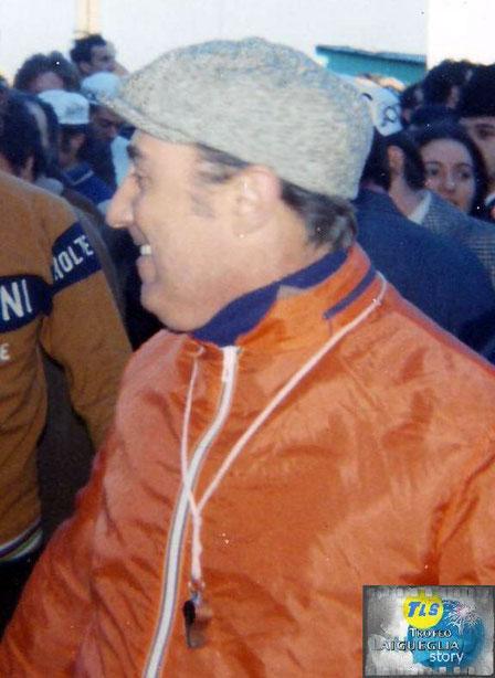 Foto courtesy: Archivio AVL, primo piano del mitico direttore di corsa Pieri Bassano.