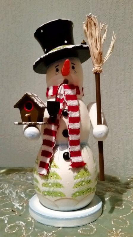 ...beliebtes Motiv: Schneemann als Räuchermännchen