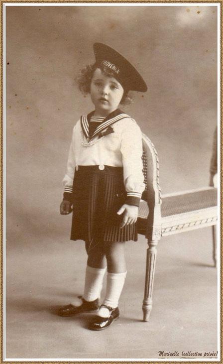 Gujan-Mestras autrefois : Portrait d'enfant en 1934, ma maman (Ginette Pédemounou qui deviendra épouse de Almeida) en tenue de marin, Bassin d'Arcachon (photo de famille, collection privée)