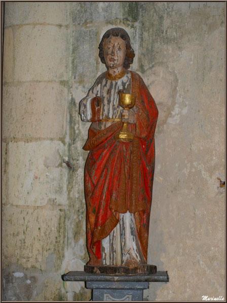 Statue de Saint Jean l'Evangéliste, bois plychrome, église Saint Pierre de Mons à Belin-Beliet (33)