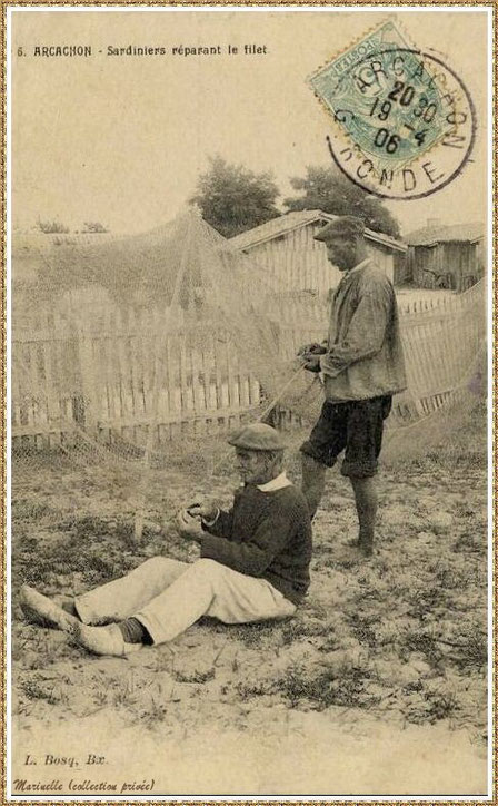 Gujan-Mestras autrefois : en 1906, sardiniers réparant le filet, Bassin d'Arcachon (carte postale, collection privée)