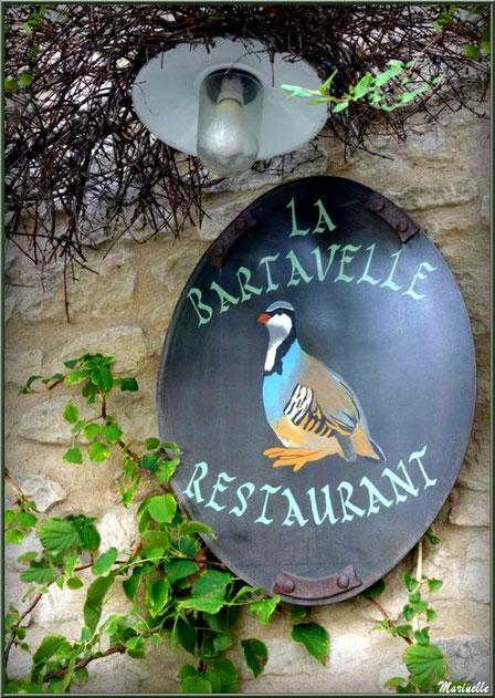 """Enseigne du restaurant """"La Bartavelle"""" - Goult, Lubéron - Vaucluse (84)"""