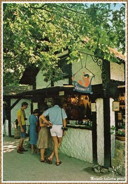 Gujan-Mestras autrefois : la savonnerie au Village Médiéval d'Artisanat d'Art de La Hume, Bassin d'Arcachon (carte postale, collection privée)