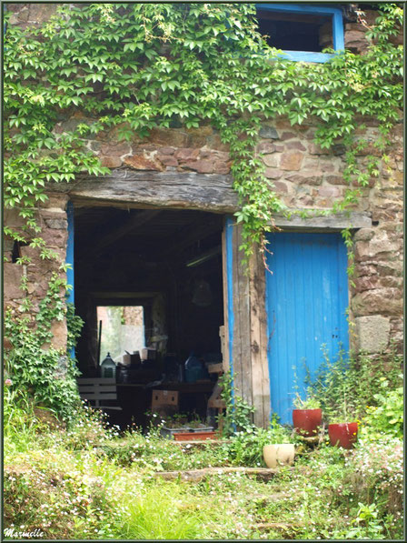 Jardinet d'un ancien lavoir en bordure du Trieux, Pontrieux, Côte d'Armor (22)