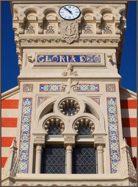 Chapelle Algérienne, détail de la façade au-dessus du balcon,  Village de L'Herbe, Bassin d'Arcachon (33)