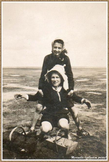 Gujan-Mestras autrefois : Pêcheuses de palourdes (ma maman est debout), Bassin d'Arcachon (photo de famille, collection privée)