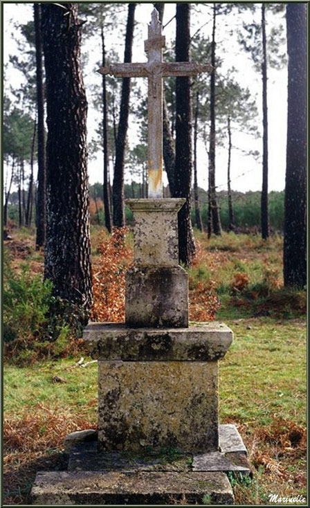 Croix du Jubilé, église Saint Pierre de Mons à Belin-Beliet (Gironde)