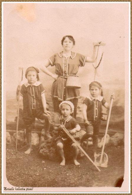 Gujan-Mestras autrefois : Une maman et ses enfants en tenue prêts pour pêche aux crabes à l'épuisette, Bassin d'Arcachon (photo de famille, collection privée)