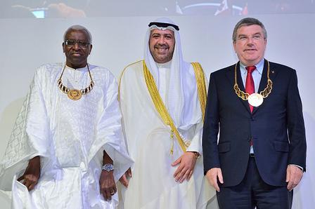 """Jens Weinreich: """"Sportkameraden Lamine Diack (unter Hausarrest), Scheich Ahmad (verklagt im Emirat Kuwait), Thomas Bach"""" (Foto: ANOC)"""