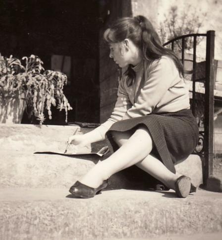 Bettina Heinen- Ayech beim Malen in München-Schwabing, 1957
