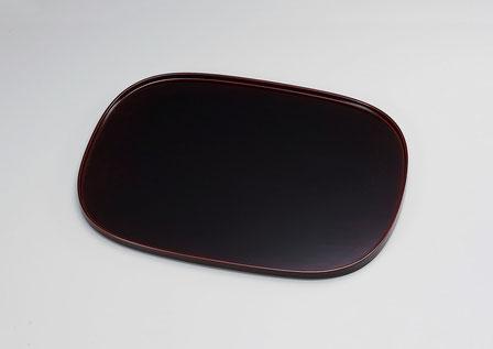 優しい形 落ち着いた艶やかな塗肌 トレイだけでなく卓上マットとしても最適なサイズです