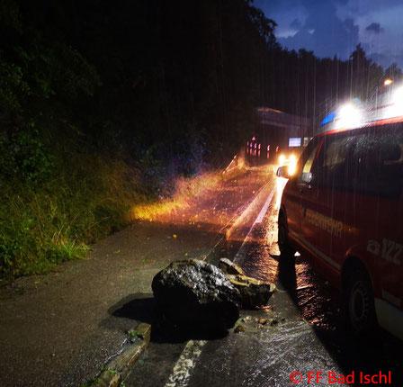 Feuerwehr, Blaulicht, FF Bad Ischl, Regen, überflutete Keller