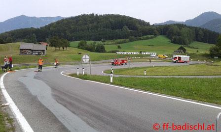 Feuerwehr, Blaulicht, FF Bad Ischl, Dieselspur, Schadstoffeinsatz, FW Reiterndorf