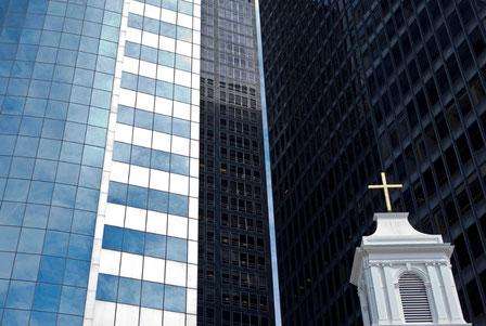 """Kirche in New York inmitten der """"Kathedralen"""" der Globalisierung"""