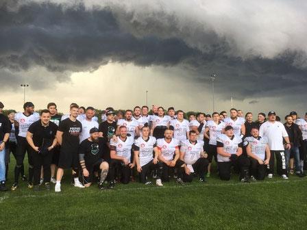 Team nach dem ersten Spiel der Vereinsgeschichte