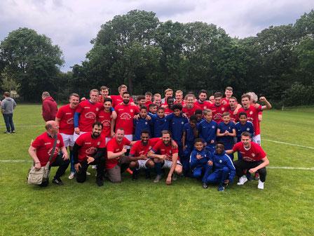 Aufstiegshelden und die U11 vom FC Chelsea London (Teilnehmer Junior Cup)