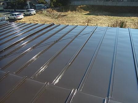 熊本市〇様家の屋根塗装完成。鉄板屋根をブラウンに塗替え