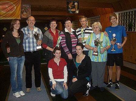 Kegelfoto aus dem Jahre 2010 - die Gewinner sehen fest