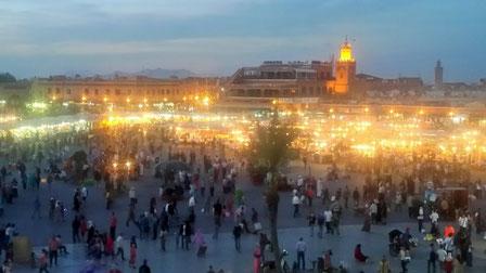 Marokko Marrakech Djamma el-Fna Abenddämmerung Nachts Platz der Gehenkten