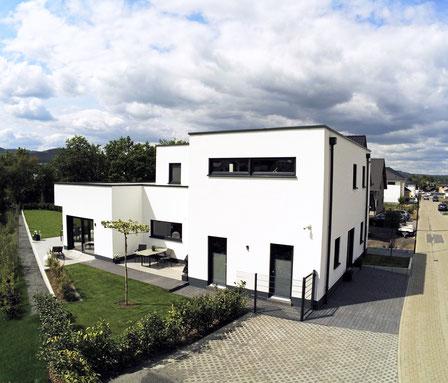 <architektenhaus> <bauhausstil> <immoconsilium> >haus in kruft> <zu verkaufen> >grundstück>