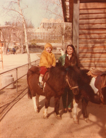 Dando un rodeo en poney.